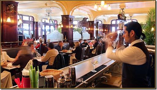orsay-bar-08_bartender