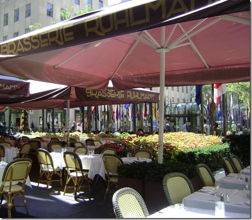 brasserie-rhul-patio-flowers